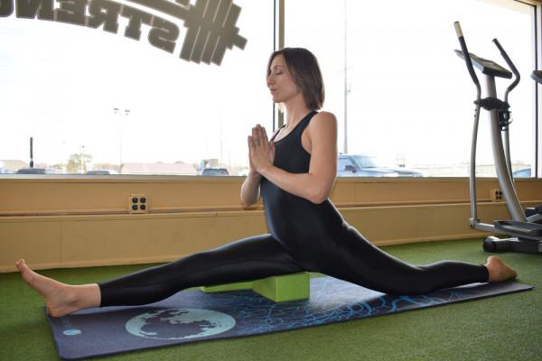 Muốn xoạc chân khi tập Yoga? Thực hiện 8 động tác Yoga này trước đã! 4