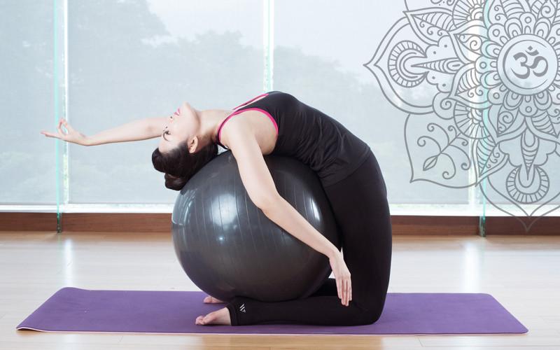Yoga Ball – Môn yoga cực tốt cho mẹ bầu và dân văn phòng | YogaPlus